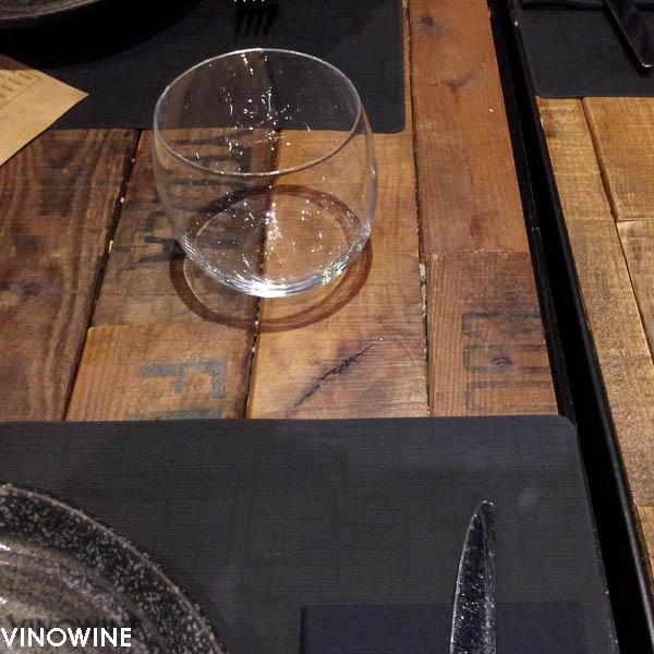 Detalle mesa en Canalla Bistro