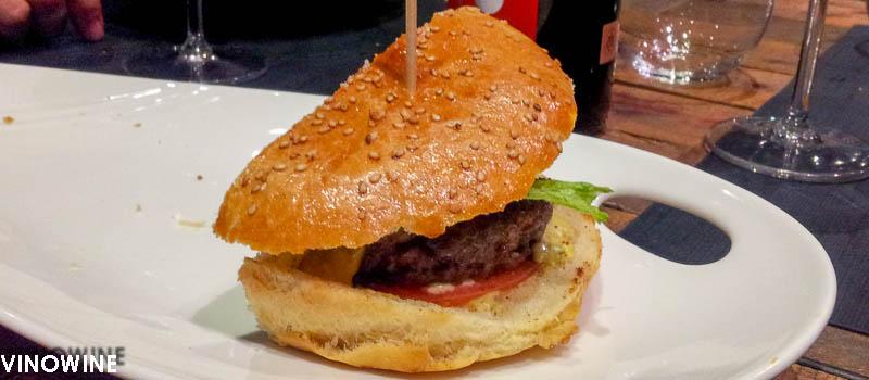 Media Hamburguesa de vaca gallega con cebolla y queso de Canalla Bistro