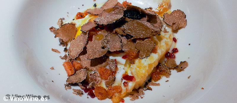 """Huevo """"euskal oiloa"""" con trufa, puré de coliflor, jamón y picatostes de Zarate en Bilbao"""
