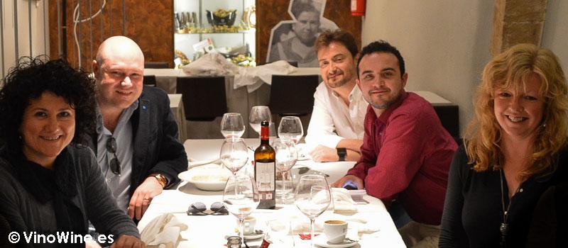 Jorge El Mesías con los 4 de Vinowine en La Cigrona de Valencia