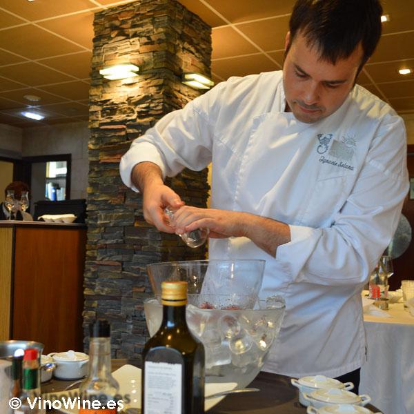 Ignacio Solana nos prepara el Steak Tartar en su restaurante de Ampuero Cantabria