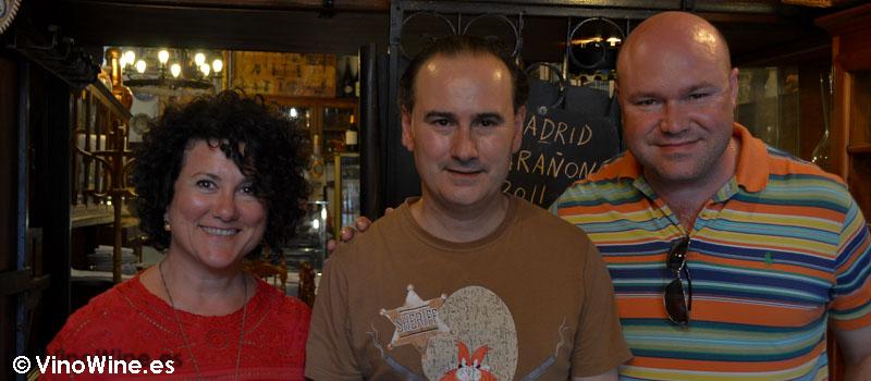 Con Andrés Conde, Jose Ruiz y Ana Juan en Bodega La Cigaleña en Santander