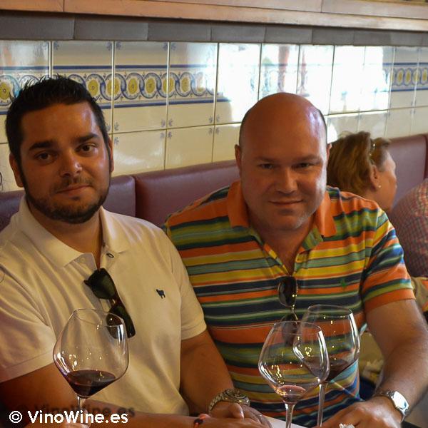 Juan Teja y Jose en Bodega La Cigaleña en Santander