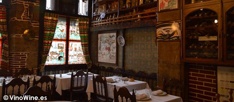 Sala con solera de Bodega La Cigaleña en Santander