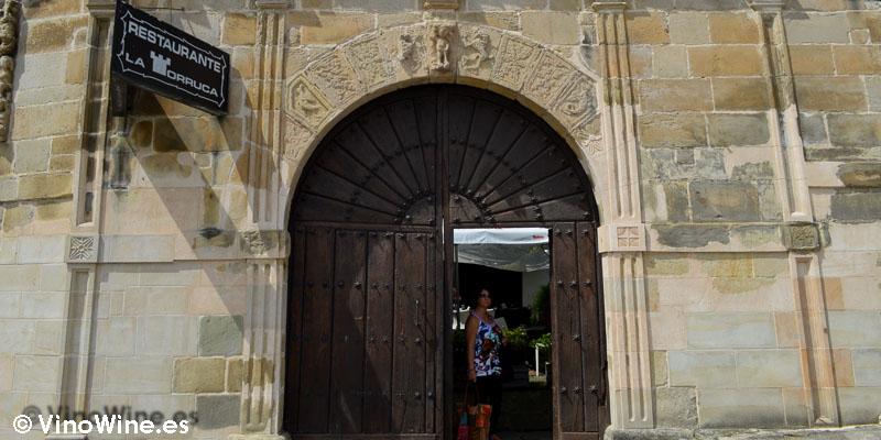 Acceso a la terraza de Restaurante Nueva Torruca en Cantabria