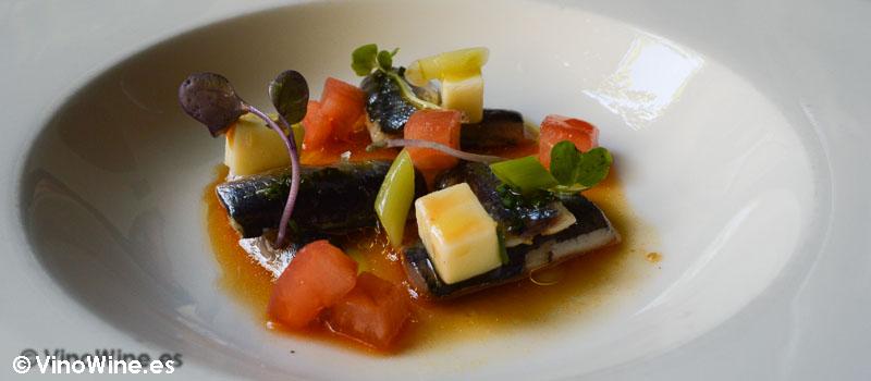 Bocarte asado tomate queso y agua de pimiento de Restaurante Nueva Torruca en Cantabria