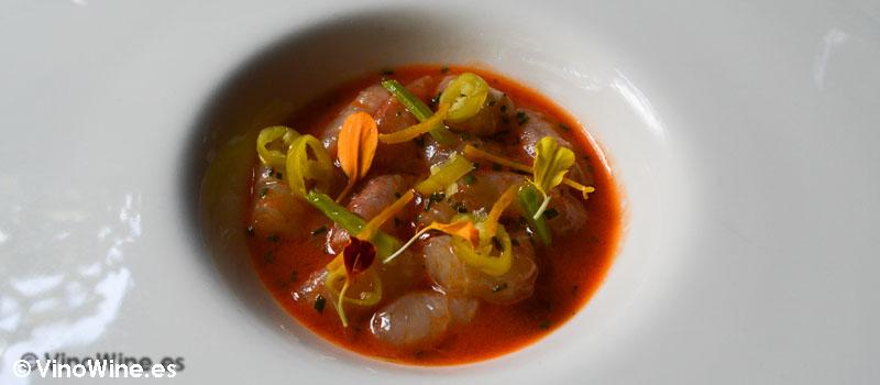 Gamba marinada en el jugo de su cabeza cítricos y toques picantes de Restaurante Nueva Torruca en Cantabria