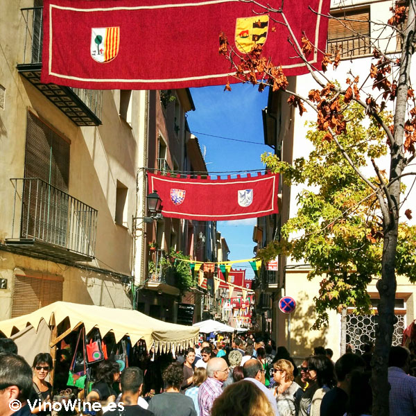 Gente en Feria de Cocentaina en Alicante