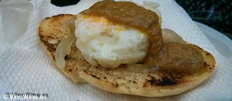Huevo escalfado con crema de foie en la Feria de Cocentaina en Alicante