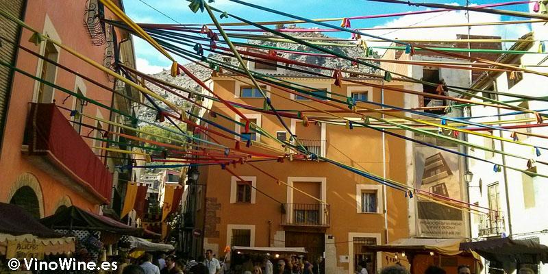 La plaza decorada en la Feria de Cocentaina en Alicante