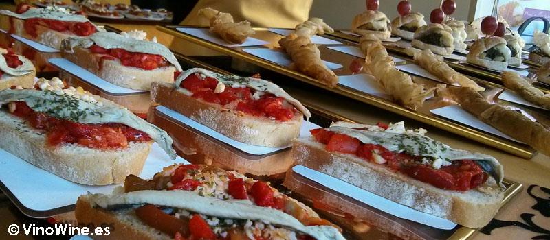 Tapas variadas en la zona gourmet de la Feria de Cocentaina en Alicante