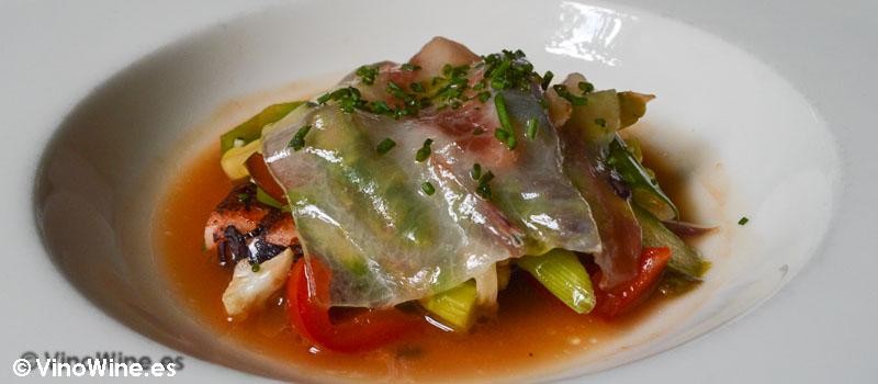 Verduras en corta cocción caldo de pulpo y lamina de tocino de Restaurante Nueva Torruca en Cantabria