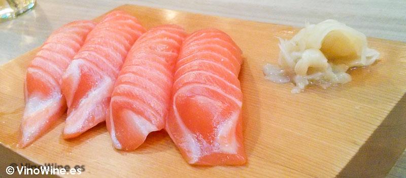 Nigiri de salmón de Momiji en Martin & Mary Sushi Bar en Valencia