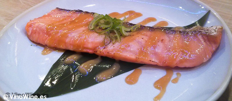 Salmón marinado con miso de Momiji en Martin & Mary Sushi Bar en Valencia