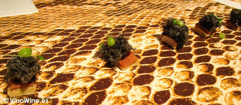 Sésamo negro y hoisin de fresas de Diverxo en Madrid