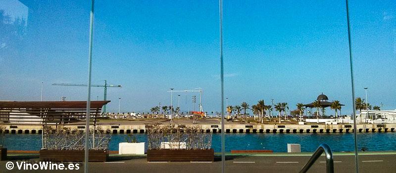 Vinícolas by Raúl Aleixander en el puerto de Valencia
