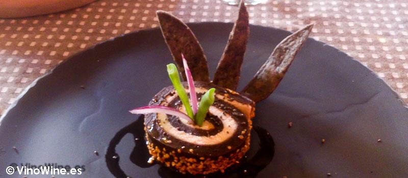 Rollo de frijol y queso crema de cuadro con chile de Simojovel de Tierra y Cielo en Chiapas