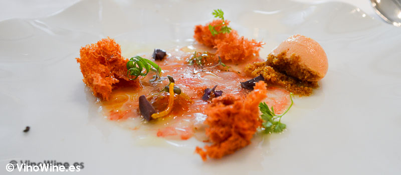 Carpaccio de gambas de Palamós con texturas de pan con tomate de L'Angle en Barcelona