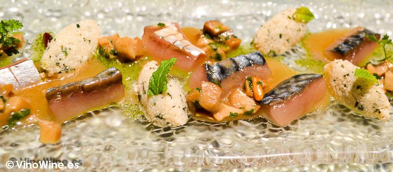 Pescado azul marinado con tabulé de coliflor y ceps de Disfrutar en Barcelona