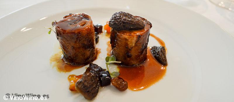 Pintada asada y glaseada con foie setas y pasas de L'Angle en Barcelona