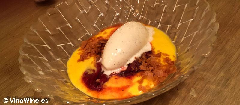 Natillas de mango fresas estofadas y helado de vainilla de La Tasquería en Madrid