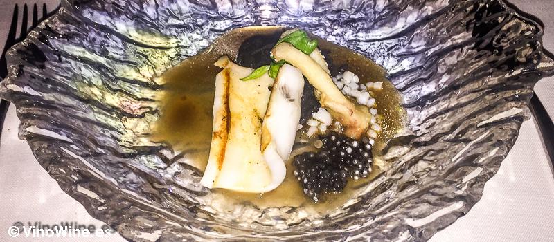 Calamar en texturas con royal de cebolla y jugo de jengibre de La Serena en Altea