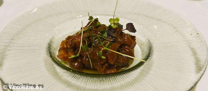 Tartar de bonito con turrón y curri de Restaurante L'Amagatall de Tota en Alcoy