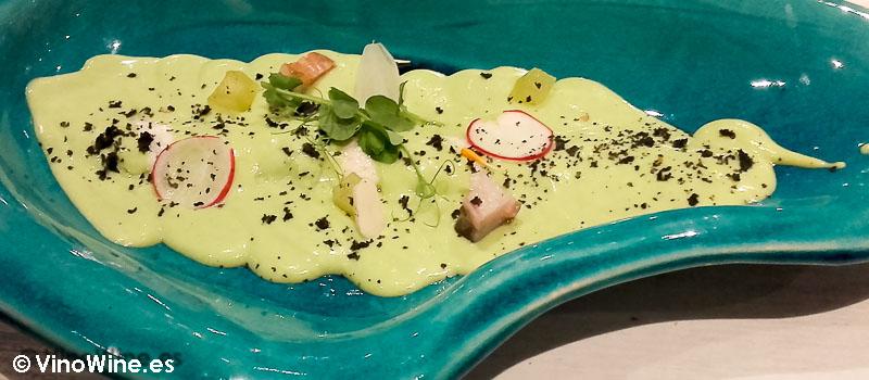 Vichyssoise de guisante brandada de anguila y manzana infusionada en pisco de Restaurante Gadhus en Valencia