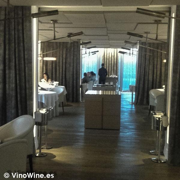 En la sala de Restaurante L'ABaC en Barcelona