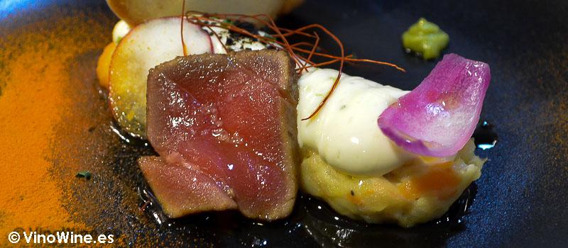 Ensaladilla con muselina de lima y corte de tataki de atún de Restaurante Julio Verne en Valencia