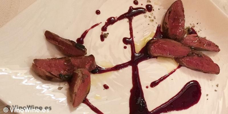 Magret de pichón con salsa de endrinas Casa del Tio David