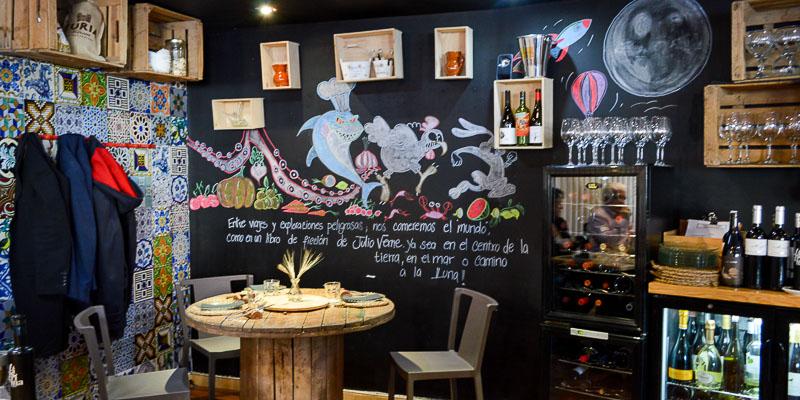Ricón de la sala del Restaurante Julio Verne en Valencia