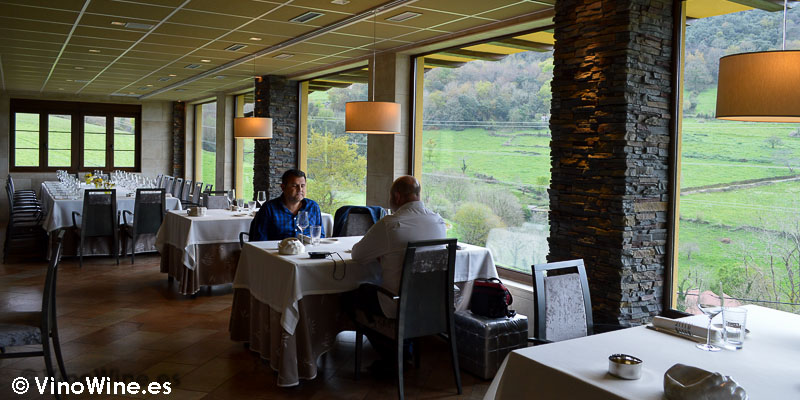 Vista parcial del comedor del Restaurante Solana de Cantabria
