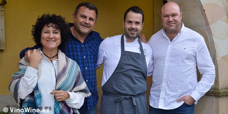 Equipo de VinoWine con Nacho Solona en Restaurante Solana de Cantabria