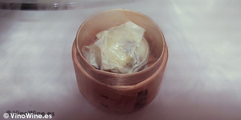 Char siu bao Xo: Mollete al vapor de leche de oveja, su piel y maíz tostado de Diverxo con Daviz Muñoz