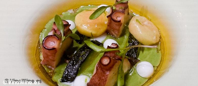 Mole verde, tomatito verde, aguacate, hinojo, pulpo al vapor y tuétano de Diverxo con Daviz Muñoz