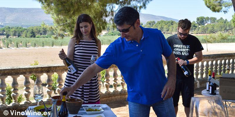 Ana, Vicent e Ivan de la Familia Cambra de Bodega El Angosto en la Finca Sta Rosa en Ontinyent