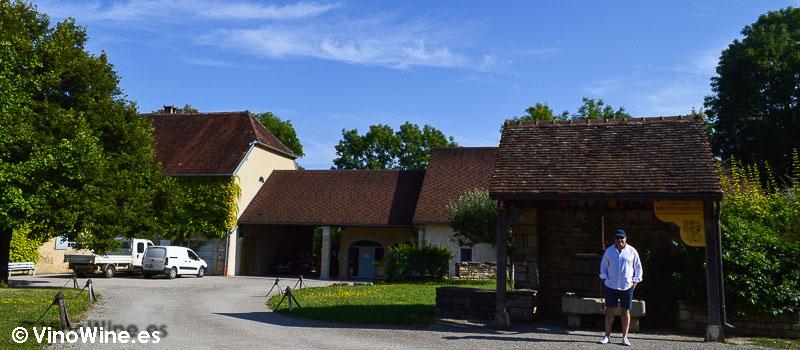 Exterior de la bodega Domaine Berthet Bondet en Jura Francia