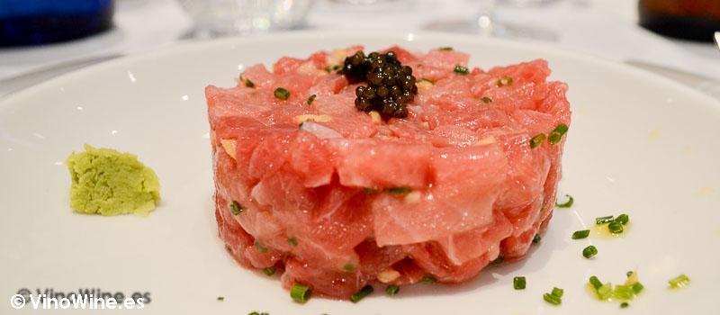 Tartar de ventresca toro con hueva de tobikko negro del Restaurante El Campero de Barbate