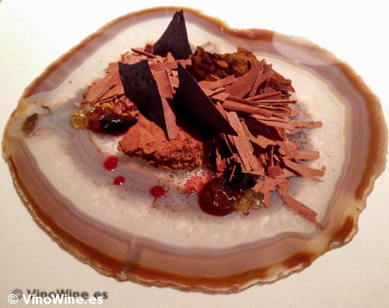 Caja de habanos: Chocolate con leche, vainilla, higos pasos, hoja de tabaco y cacao de El Celler de Can Roca