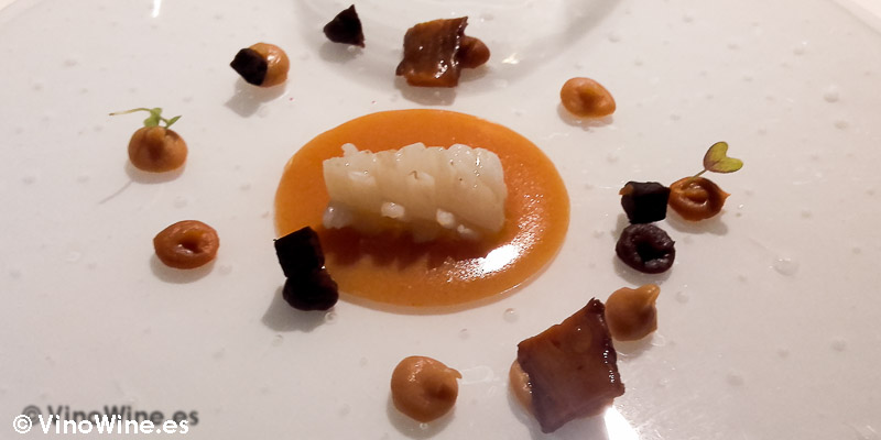 """Calamares con tempeh de """"mongetes del ganxet"""" con una semana de fermentación, dos semanas y cuatro semanas de El Celler de Can Roca"""