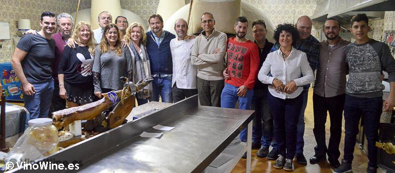Foto de grupo del Encuentro Verema Ribera de Duero en las cocinas del Restaurante Mannix en Campaspero provincia de Valladolid