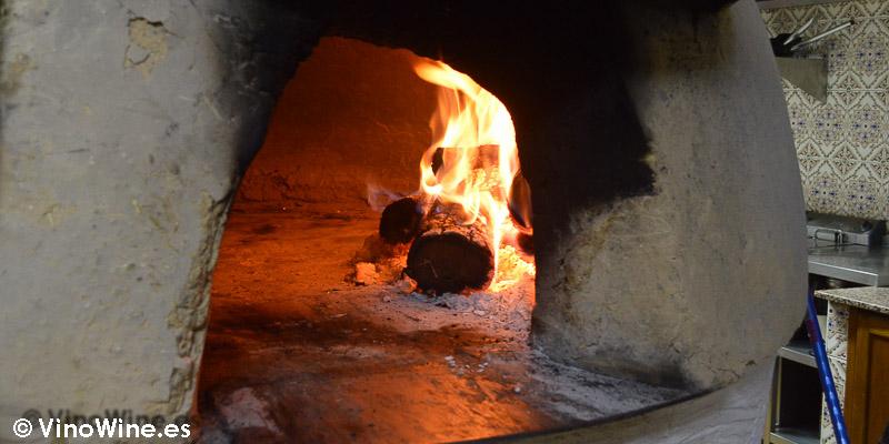 Horno de adobte recubierto de barro del Restaurante Mannix en Campaspero provincia de Valladolid