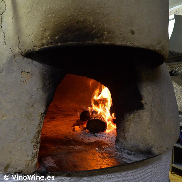 Horno de adobe recubierto de barro del Restaurante Mannix en Campaspero provincia de Valladolid