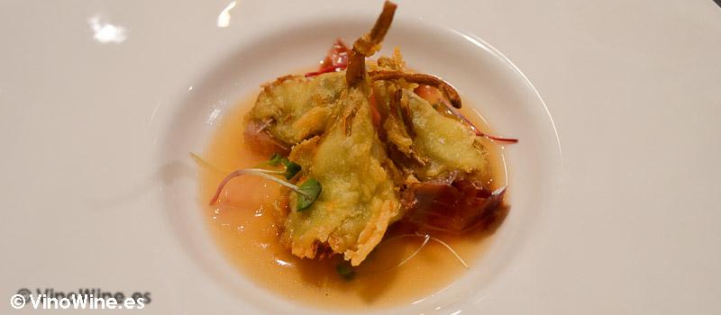 Alcachofas en tempura con salsa de chile y jamón del Restaurante El Laurel de Cocentaina