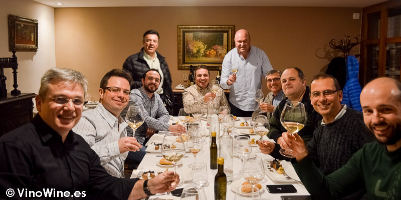 Foto de grupo de Bojos pel Vi en el Restaurante El Laurel de Cocentaina