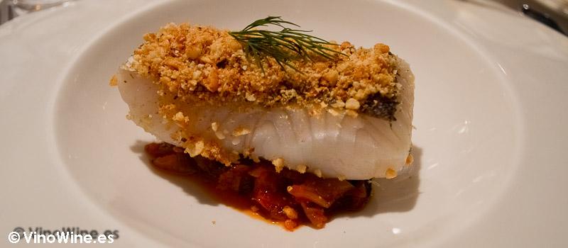 Merluza con falso risotto de verdura y costrón de frutos secos del Restaurante El Laurel de Cocentaina