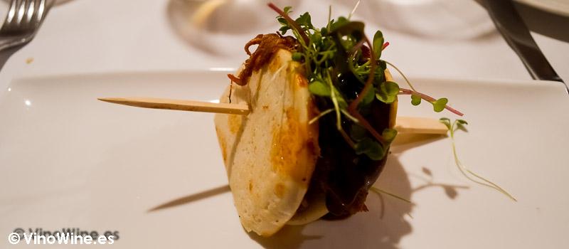Pan Bao con pato Pekin y Ketchup de Tamarillo del Restaurante El Laurel de Cocentaina