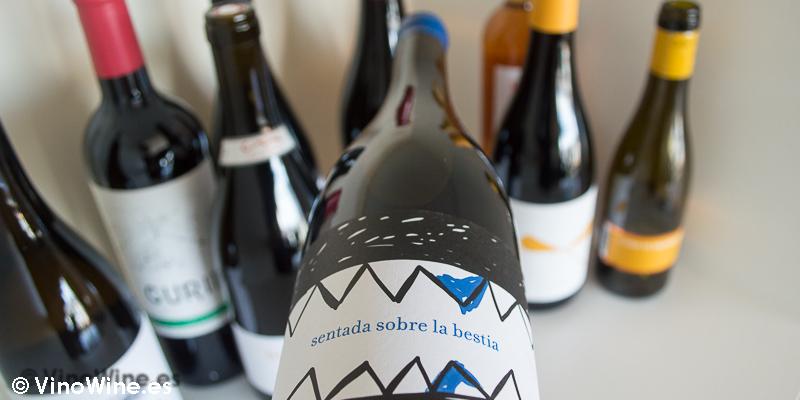 Sentada sobre la bestia azul 2014, uno de los 10 vinos valencianos seleccionados por Jose Ruiz