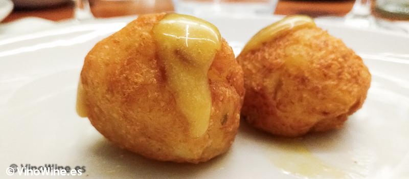 Buñuelos de bacalao con all i oli suave de miel del Restaurante Entrevins de Valencia